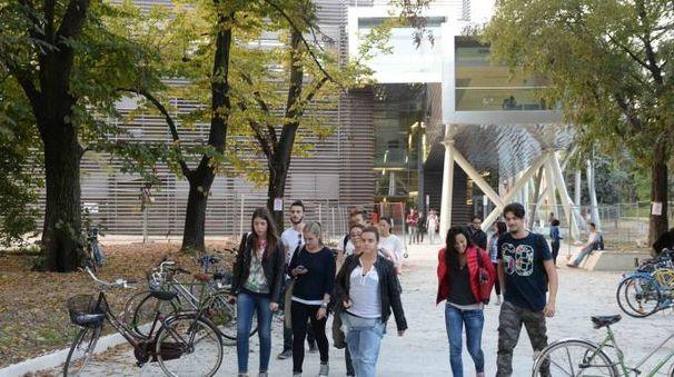 LAVORI A fianco  il Campus su cui saranno fatti altri interventi, sotto  il deputato Marco Di Maio