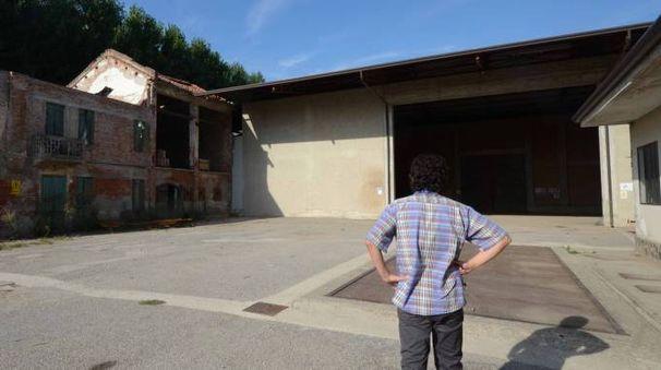 L'azienda di Boara Polesine presa di mira dai ladri che l'altra notte hanno rubato due trattori, riuscendo poi a far perdere le tracce (Foto Donzelli)