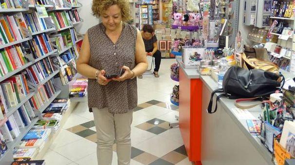 Elena Torelli, proprietaria della Libreria Mondadori, dopo la scoperta del furto e il primo sopralluogo dei carabinieri sabato notte