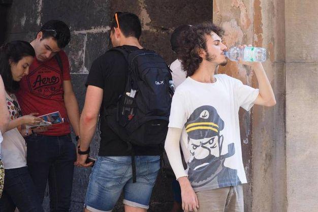 E bere molta acqua (foto Ansa)