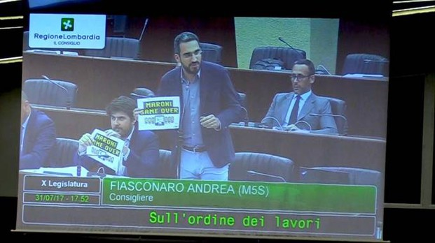 Le proteste per l'emendamento della giunta Maroni