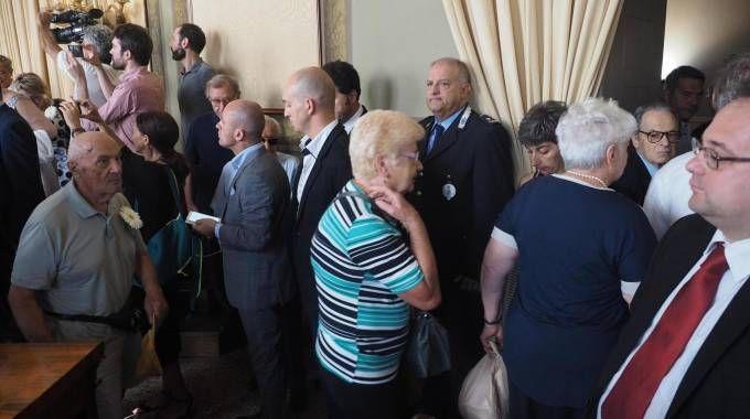 2 agosto, i familiari delle vittime lasciano l'aula prima che parli Galletti (Ansa)