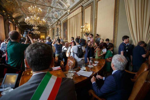 I familiari delle vittime abbandonano l'aula del consiglio per protesta (foto Schicchi)