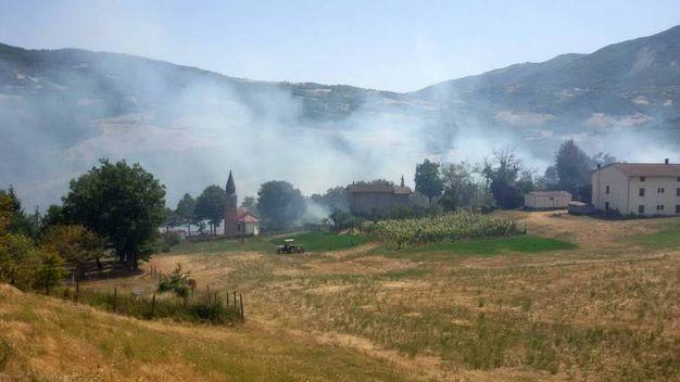 L'incendio a Valdalbero (Foto Milena Vanoni)
