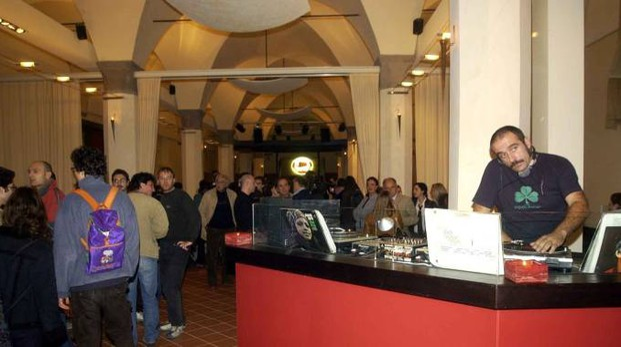 L'interno della Scuderia di piazza Verdi (FotoSchicchi)
