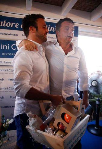 L'omaggio del sale di Cervia al segretario Pd (foto Corelli)
