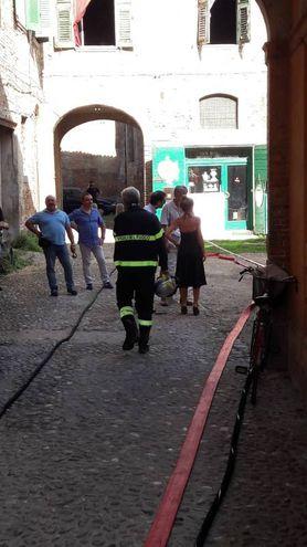 L'allarme è scattato alle 7.15 quando sono stati trovati due corpi in piazzale Bartolucci