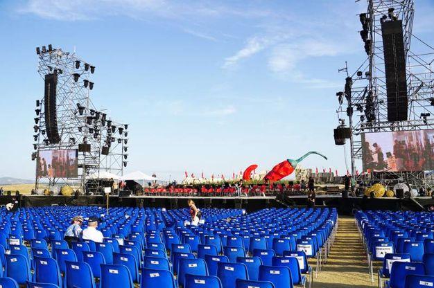 Il palco prima dell'evento (Sarah Esposito/Fotocronache Germogli)