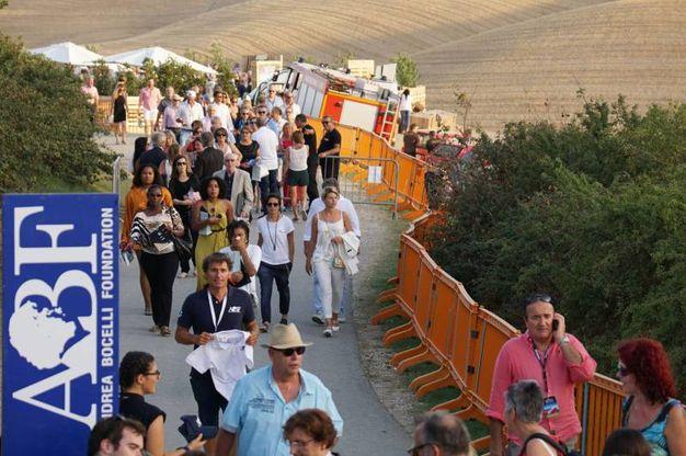 L'arrivo del pubblico (Sarah Esposito/Fotocronache Germogli)