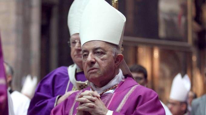 Il cardinale Dionigi Tettamanzi (Ansa)
