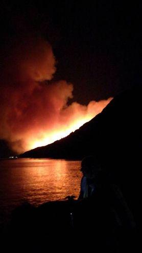 Parco San Bartolo, l'incendio durante la notte