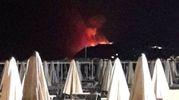 Le fiamme viste dalla spiaggia di Riccione