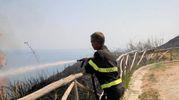 Lo spegnimento dell'incendio sul Parco San Bartolo (Fotoprint)
