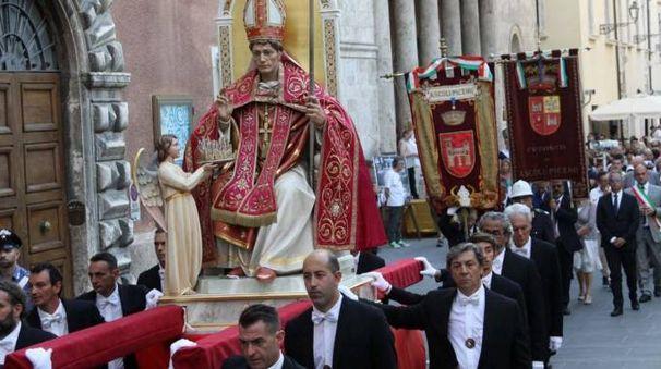 La processione in onore di Sant'Emidio