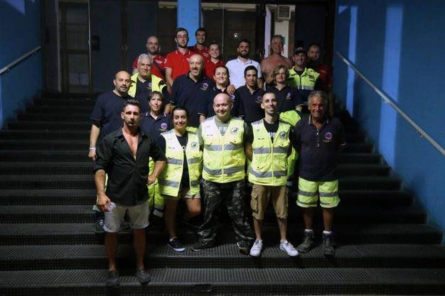 I volontari di Protezione civile e Croce Rossa al Palazzetto dello Sport (Fotoprint)