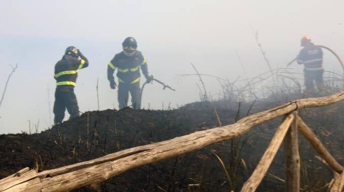 Per i vigili del fuoco di Pesaro il lavoro sul San Bartolo è proseguito per tutta la notte