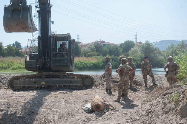 La bomba era stata ritrovata nell'alveo del fiume Reno, al Pontelungo, in via Emilia Ponente (Foto Schicchi)