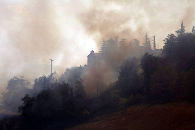 Il denso fumo  (foto Ravaglia)