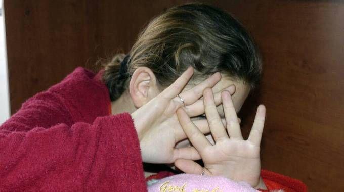 La violenza su una bambina (Foto d'archivio PianetaFoto)