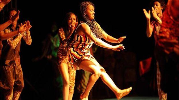 Ad aprire la serata il Fekat Circus dall'Etiopia