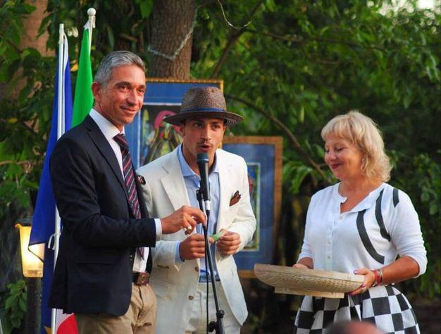 Il marchese della Fontanazza, l'attore Filippo Tabbi e il cerimoniere Daniela Tesconi
