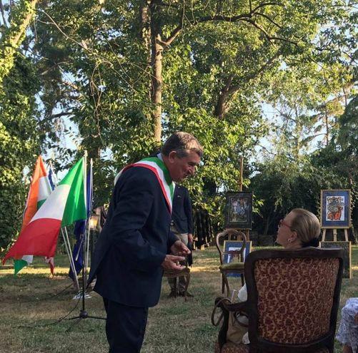 Il sindaco Franco Mungai saluta la principessa Maria Beatrice di Savoia