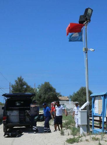 In spiaggia c'era la bandiera rossa (Fotoprint)