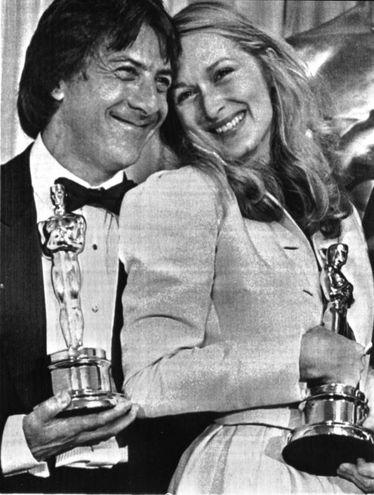 Con Meryl Streep nel 1980, entrambi vincitori dell'Oscar come migliori attori protagonisti nel film 'Kramer contro Kramer' (Ansa)