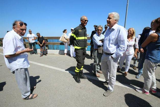 Il ministro Galletti durante il sopralluogo (Fotoprint)