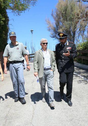 Da sinistra: Guidi e Cattoi dei carabinieri forestali col comandante provinciale dell'Arma Filoni