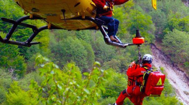 In campo dieci tecnici del soccorso alpino e l'elisoccorso (De Pascale)