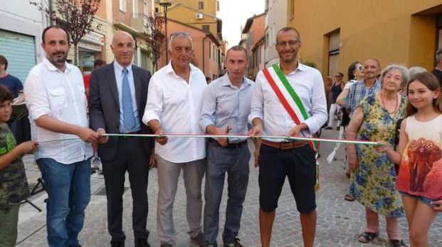 Il sindaco Ricci taglia il nastro in pantaloncini