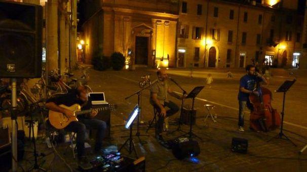 I Tritono durante un concerto in centro a Imola