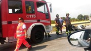 Sono intervenuti anche i vigili del fuoco (foto Zeppilli)