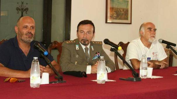 Il sindaco di Cecina con il comandante della base e il rappresentante Cisom