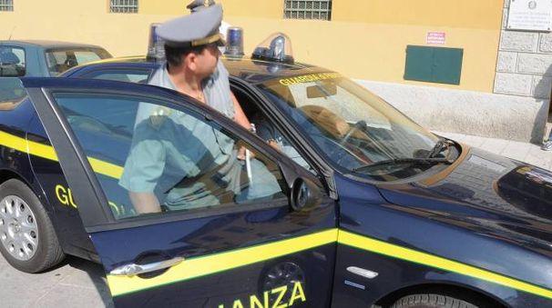 Bologna, si fa spedire la droga ma i finanzieri si travestono da postini e lo arrestano