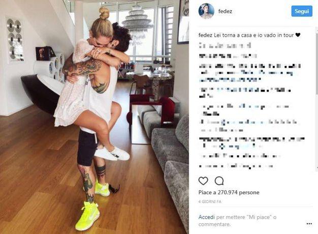 """Chiara Ferragni pronta per partire verso Los Angeles dove vive e lavora. Per Fedez appuntamento con i concerti in giro per l'Italia insieme al collega J-Ax per il trionfale tour di """"Comunisti col Rolex"""" (Instagram)"""