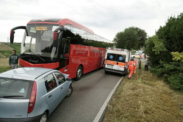 A bordo della Fiat Punto c'erano due bambini, rimasti feriti (Foto Zeppilli)