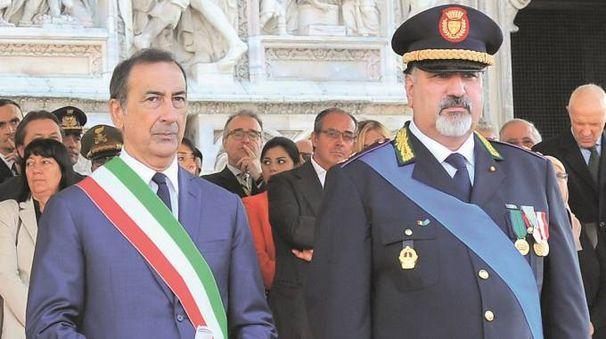 L'ex comandante della polizia locale con il sindaco Giuseppe Sala (NewPress)