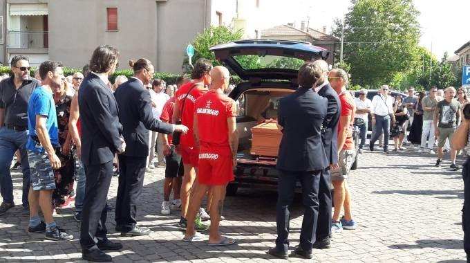 Si sono svolti stamattina i funerali del bagnino eroe Bigio Ricci (Foto Petrelli)
