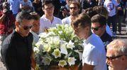 Anche Fabio Scozzoli (a sinistra) porta la bara di Mattia Dall'Aglio (foto Artioli)