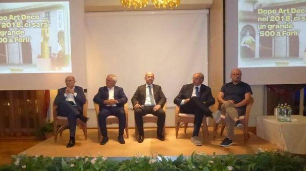 VETRINA Il palco dei relatori all'hotel Gallia di Milano Marittima