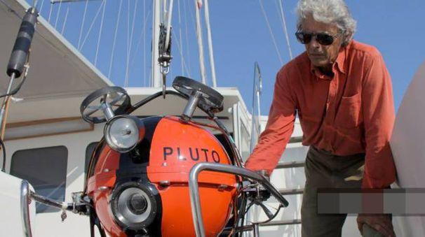 Guido Gay, ingegnere italo-svizzero, con il suo «Pluto», robot sottomarino in grado di scandagliare fondali molto profondi