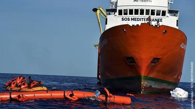 Un'imbarcazione al largo delle coste libiche (Ansa)