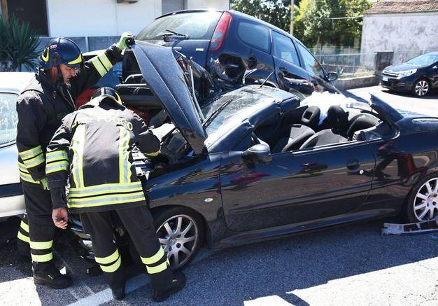Ne è nata una carambola spaventosa con l'auto che è andata distrutta (Foto Migliorini)