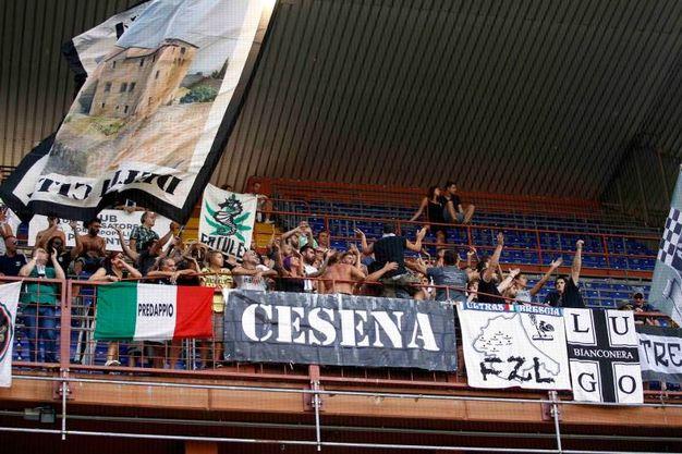 """I tifosi del Cesena allo Stadio """"Luigi Ferraris"""" (foto LaPresse)"""