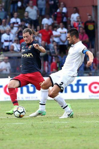 Un momento di Genoa-Cesena (foto LaPresse)