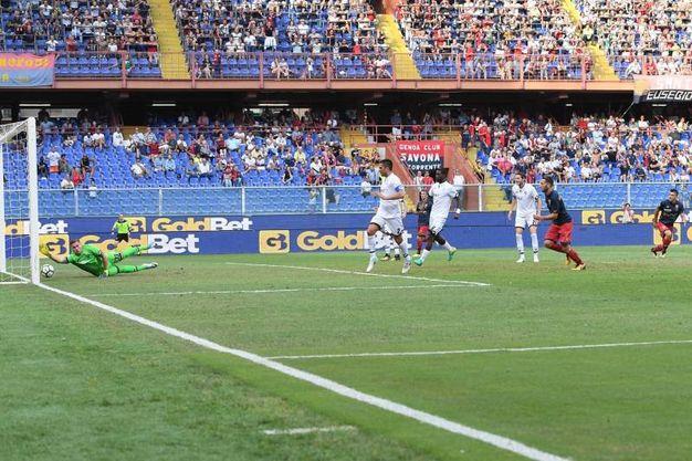 Il gol del pareggio del Genoa (foto LaPresse)