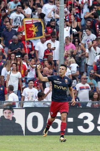Simeone esulta per il pareggio al 5' della ripresa (foto LaPresse)