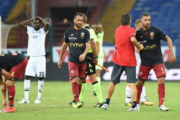L'esultanza del Genoa e la delusione del Cesena (foto LaPresse)